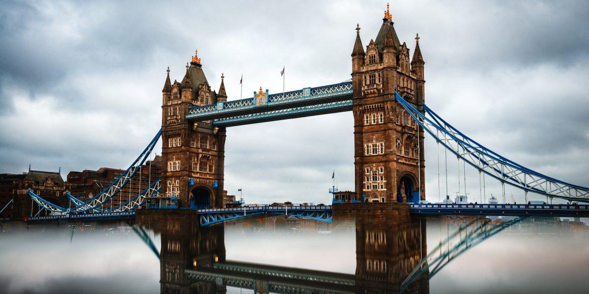 Jak tanio nadać przesyłki do Anglii?